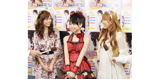 「やりがいのあるイベントになりました!!」と笑顔で話した小川真奈(写真中央)