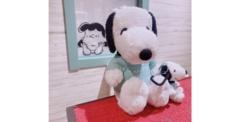 「Peanuts LIFE&TIMES」オリジナルのぬいぐるみとカラビナ付きマスコット