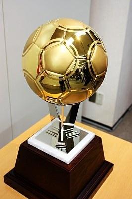 キラキラ輝く!2010万円のサッカーボール
