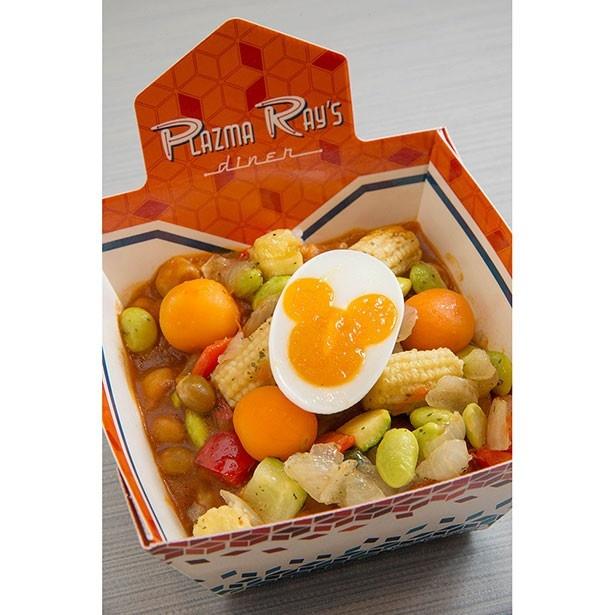 ライスボウル ベジタブルカレー(玉子)780円。甘口の豆カレーに、歯ごたえのある彩り野菜と黄身がミッキー形になったゆで卵がトッピング