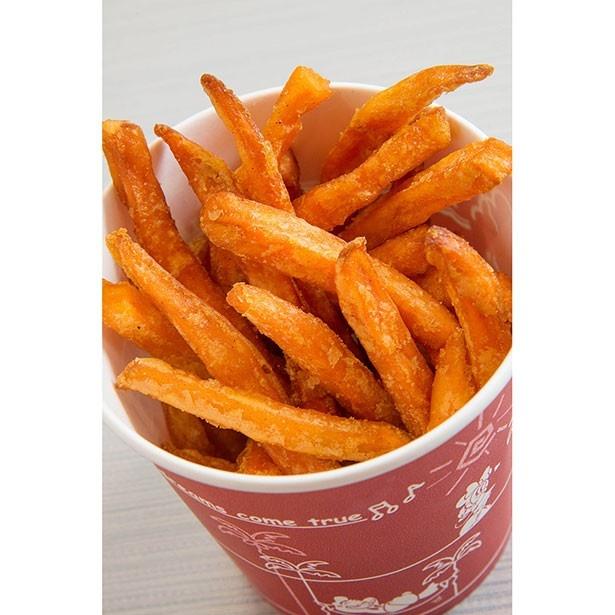 フライドスウィートポテト290円。サツマイモを揚げたパーク初登場メニュー。オレンジ色のサツマイモは甘味がしっかりしていてスイーツ感覚