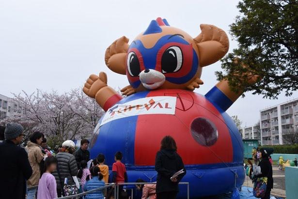 """多摩川住宅二棟中央公園にはキッズに人気の""""ふわふわドーム""""が登場"""