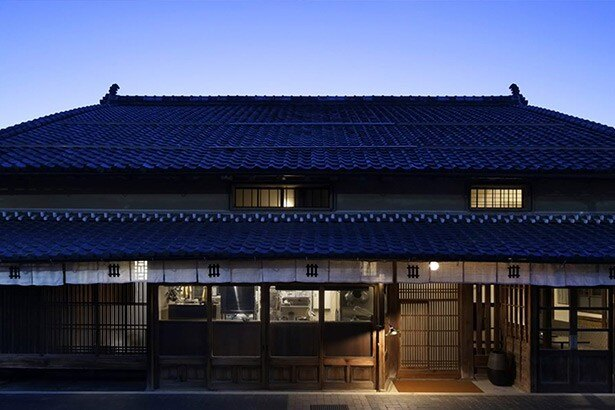 兵庫県篠山市の、築100年超の古民家を含む空き家数棟を、リノベーションして複合型宿泊施設に再生した「NIPPONIA(ニッポニア)」
