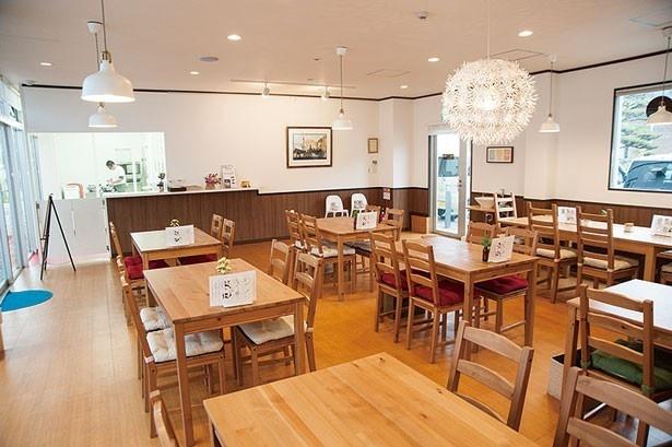 オープンで明るい店内/Lunch&Cafe AMI♥AMI