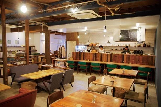 広いスペースはさまざまなイベントにも活用される/233カフェ