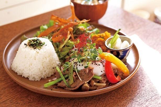 「ワンプレートセット」(1290円)。ご飯が進む、彩り豊かなおかずを盛り込んだ野菜たっぷりのランチ/kozora cafe house