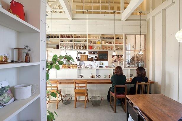 木のぬくもりにあふれた店内/kozora cafe house