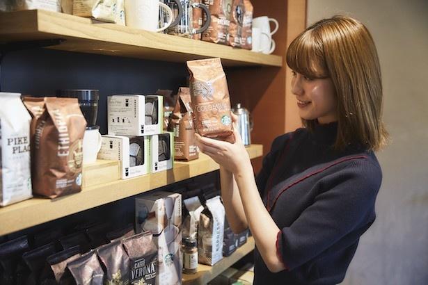 スターバックス店頭ではさまざまなコーヒー豆を購入できる