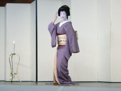 京舞。演目は「黒髪」