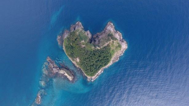 宝島を上空から撮影したもの。確かにハート型