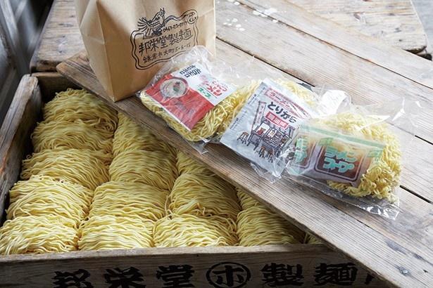 邦栄堂製麺では、小売りも対応。豚骨ラーメン(160円)、醤油ラーメン(140円)、塩ラーメン(140円)