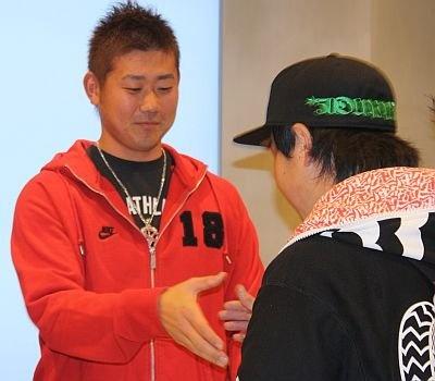 握手に応じる松坂投手。こんなチャンスめったにない!
