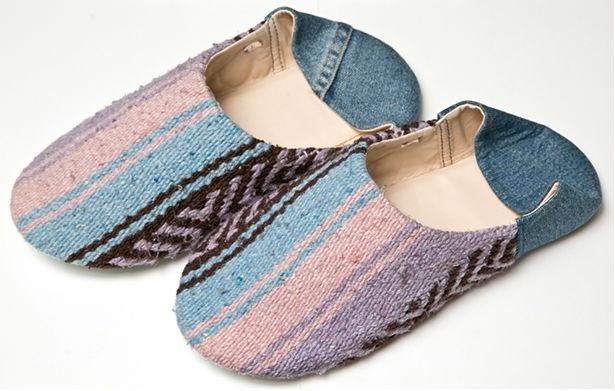 アマテラス鎌倉で取り扱う、Birthのかほくスリッパ(1万584円)。山形県の工場で手作業で縫製する