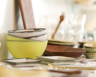 鎌倉の生活に添う商品がコンセプトのDahlia。パステルカラーのボウルは陶器製(各3240円)
