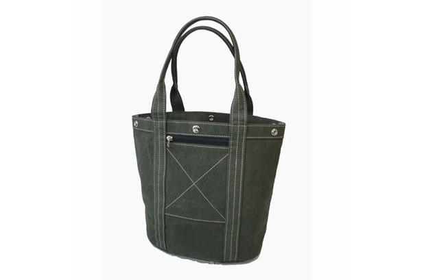 日乃本帆布「トートバッグ」(9180円)は職人の丁寧な手仕事が光る一品