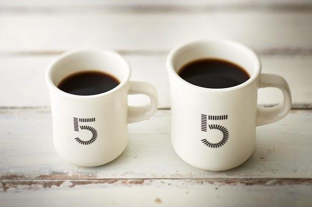 ファイブクロスティーズコーヒー「5CCブレンド」(400円)は、同店の顔となるハンドドリップコーヒー