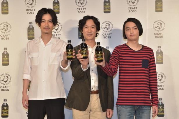 4月4日(火)発売の「クラフト ボス」をアピール!(左から)成田、堺、小澤