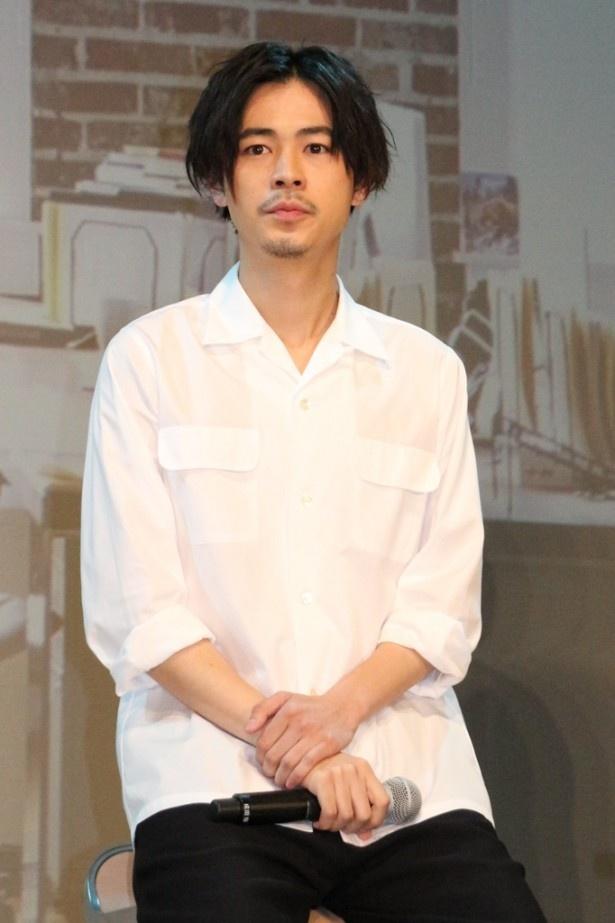 成田は、撮影の合間に堺とサッカーの話で盛り上がったことを明かした