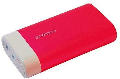 「eneloop kairo」は、ほかにシャンパンゴールド、シルバー、ブラックも。PCにつなげて充電できるUSB対応