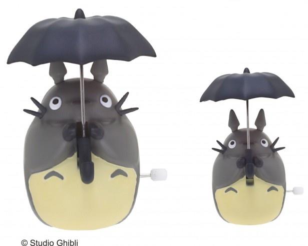 【写真を見る】傘を上下してドンドコ踊りをしてくれる姿は見てて癒される!