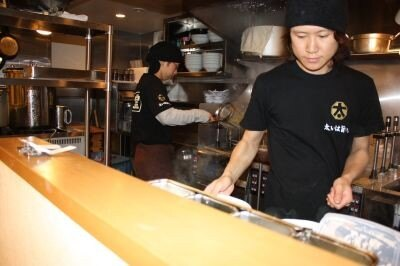 極太ラーメン専門店「太麺堂」の厨房