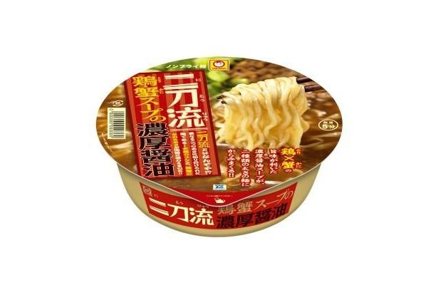 """東洋水産「マルちゃん 二刀流 鶏・蟹スープの濃厚醤油」太麺と細麺の二種類の太さ""""二刀流""""の麺を使用"""