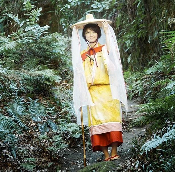 【写真を見る】義経の母・常盤御前の装束でパチリ。装束は義経や弁慶など13の歴史上の人物から選べる