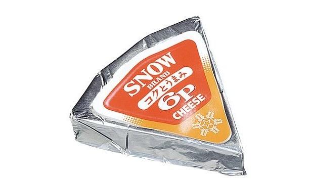 「雪印コクとうまみ6Pチーズ」の6個入りのうち1個が試食可能