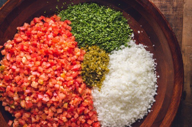 独自に調合されたスパイスと、新鮮な食材が彩りと香味豊かに、五感を刺激する