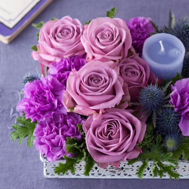 キャンドルを添えて静かな時間を贈る「バラとカーネーションのギフト(紫)」 税込価格:8100円