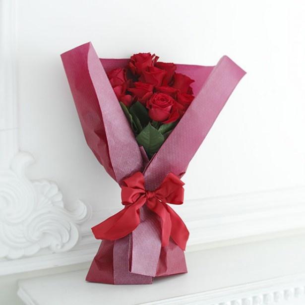 【写真を見る】根強く人気です!「バラの花束(赤)」 10本 税込価格:2980円
