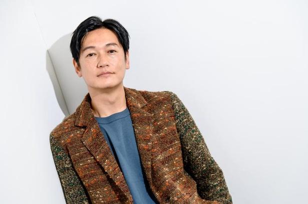映画『かそけきサンカヨウ』で思春期の娘を持つシングルファーザーを演じた井浦新
