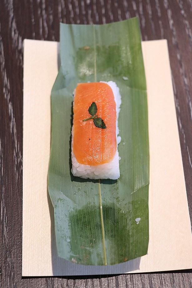 笹寿しの定番「紅鮭」。選び抜かれた最高品質の紅鮭を使用