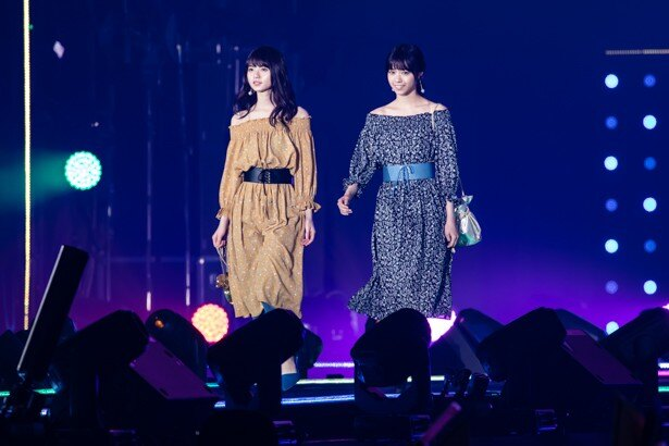 齋藤飛鳥(左)、西野七瀬(右)