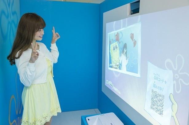 「スポンジ・ボブ デジタルフォトスポット」は、ARアプリを用いてアニメのワンシーンとの合成写真を撮影できる
