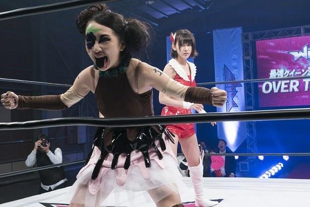 【写真を見る】宮脇咲良の親友・向井地美音が豹変!? 咲良と美音の闘いの行方は…