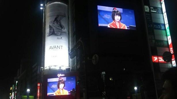 「豆腐プロレス」が都内の街頭ビジョンをジャック中!