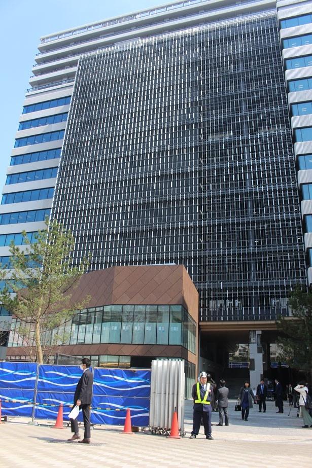 """4月28日(金)の開業に先駆けて公開された「渋谷キャスト」の外観。デザインコンセプトは""""不揃いの調和"""""""