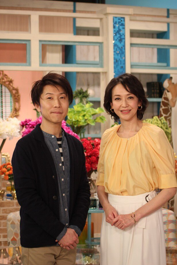 キャスター賀来千賀子と高市佳明アナウンサー