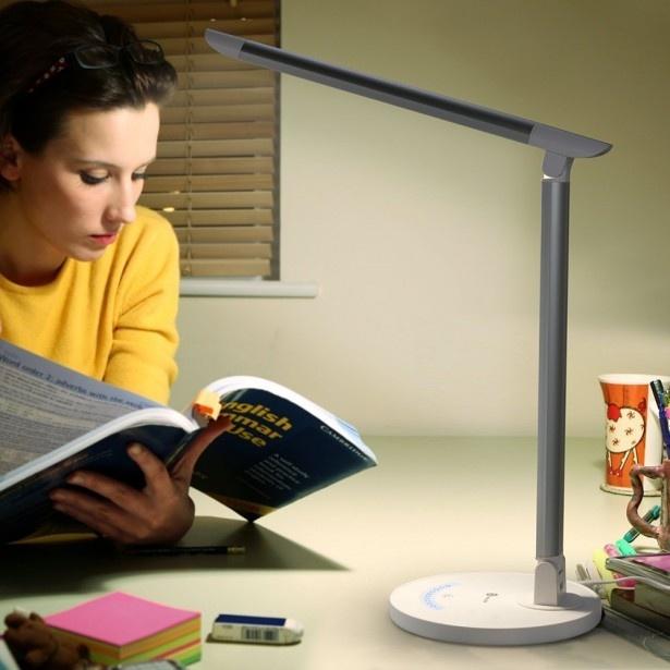 夜でも本がしっかり読める明るさを維持してくれるライト