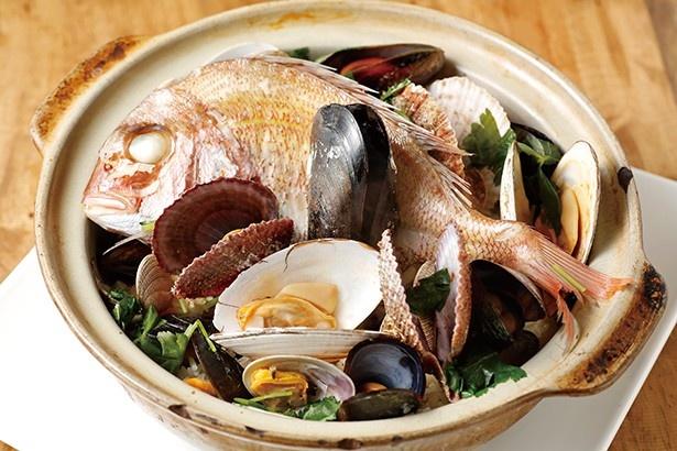 おさかなビストロ のぶ/鮮魚の土鍋飯 Mサイズ(3~4人前) 1,814円