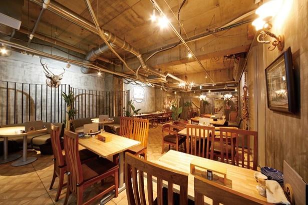 おさかなビストロ のぶ/内観 広々としたテーブル席のほか、完全個室も