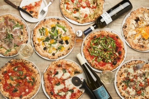 「マルゲリータ」(税抜1100円)や「プロシュートルッコラ」(税抜1300円)など窯焼きピザの種類は豊富