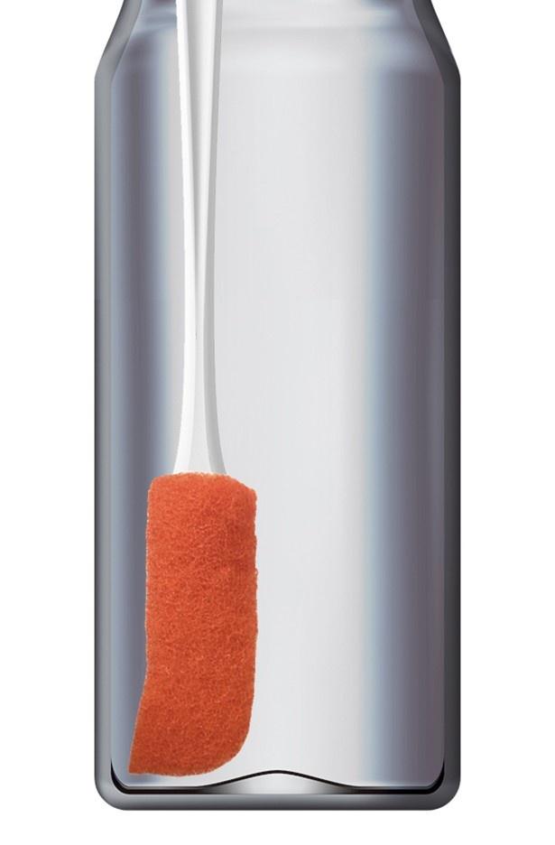 スポンジの角がボトルの底の隅にフィットする磨きやすい形状