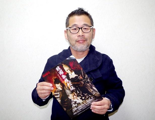 大人気テレビ番組「水曜どうでしょう」のチーフディレクター・藤村忠寿が「藤村源五郎」という役名で座長を務める舞台「戦国梟雄烈伝~信長が恐れた三人の男達~」