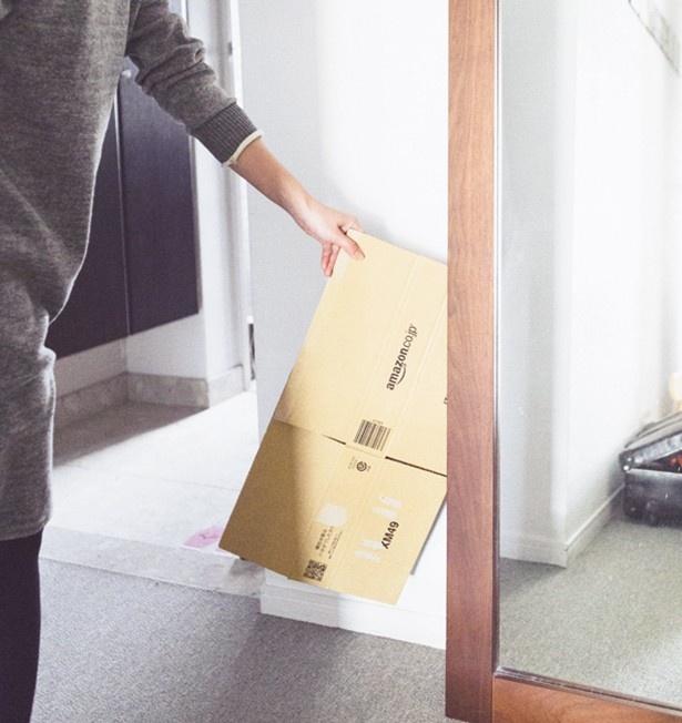 宅配物が届いたら、玄関まわりで処理。段ボールは畳んで玄関の目につかない場所へ
