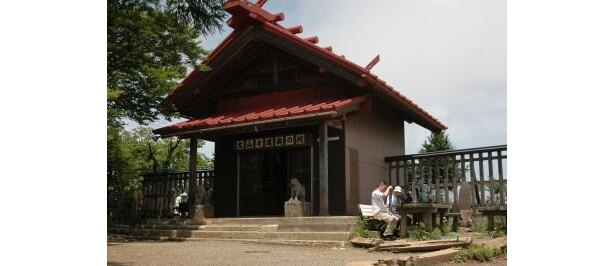 山頂にひっそりとたたずむ阿夫利神社奥社