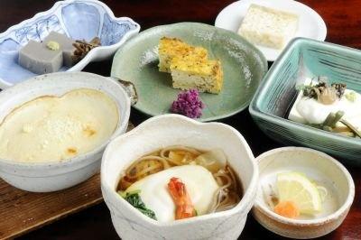 「とうふ料理和仲荘」では卵焼きに見える擬製豆腐など名物の大山豆腐を味わえる