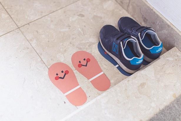 子どもがぴったり靴を置きたくなるマークを玄関に