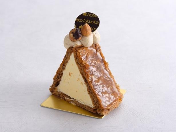 プラリネミルフィーユ(500円)。カスタードクリームとバタークリームにプラリネの香りがポイント。側面は香ばしいフイユタージュで上品な味わいだ
